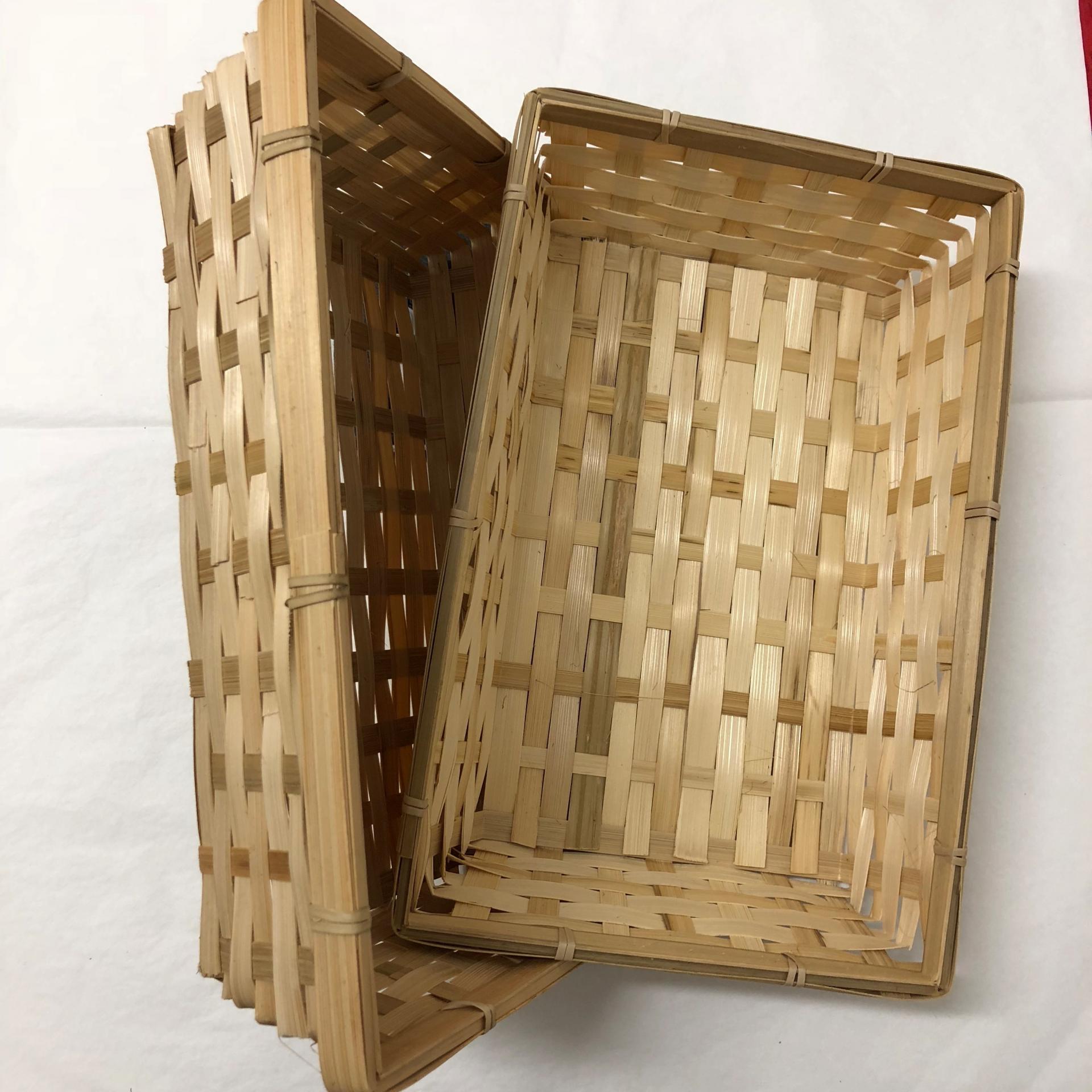 Corbeille en bambou marron clair